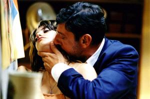 """빨간 구두 (Non Ti Muovere, 2004), """"전통적 영화감상의 익숙한 쾌감을 주는 영화"""""""